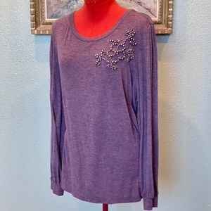 Lane Bryant lilac pearl applique top in size 18/20